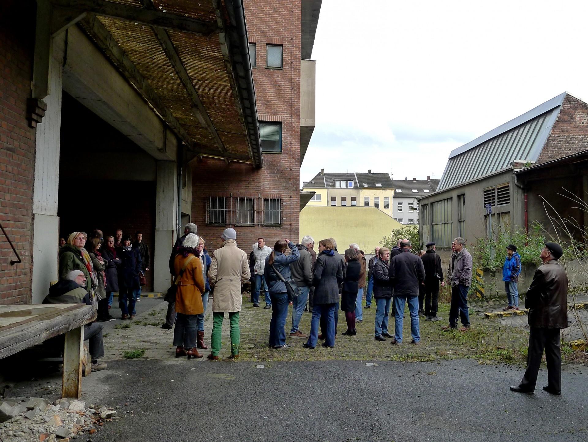 Führung durch die Samtweberei am 22.03.2014 - Foto: Monika Zurnatzis