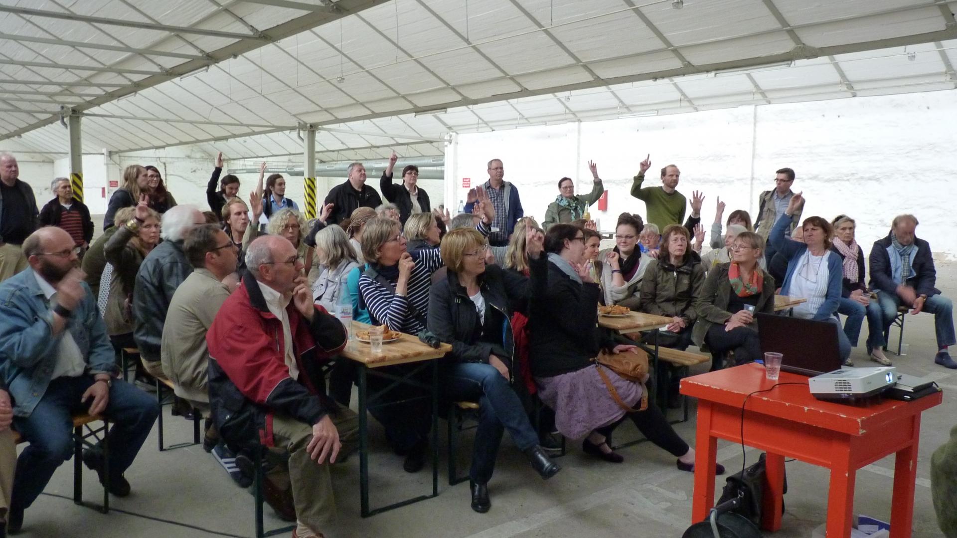 """Teilnehmer des Infoabends """"Neues Wohnen im Samtweberviertel"""" - Copyright: UNS/MUR"""