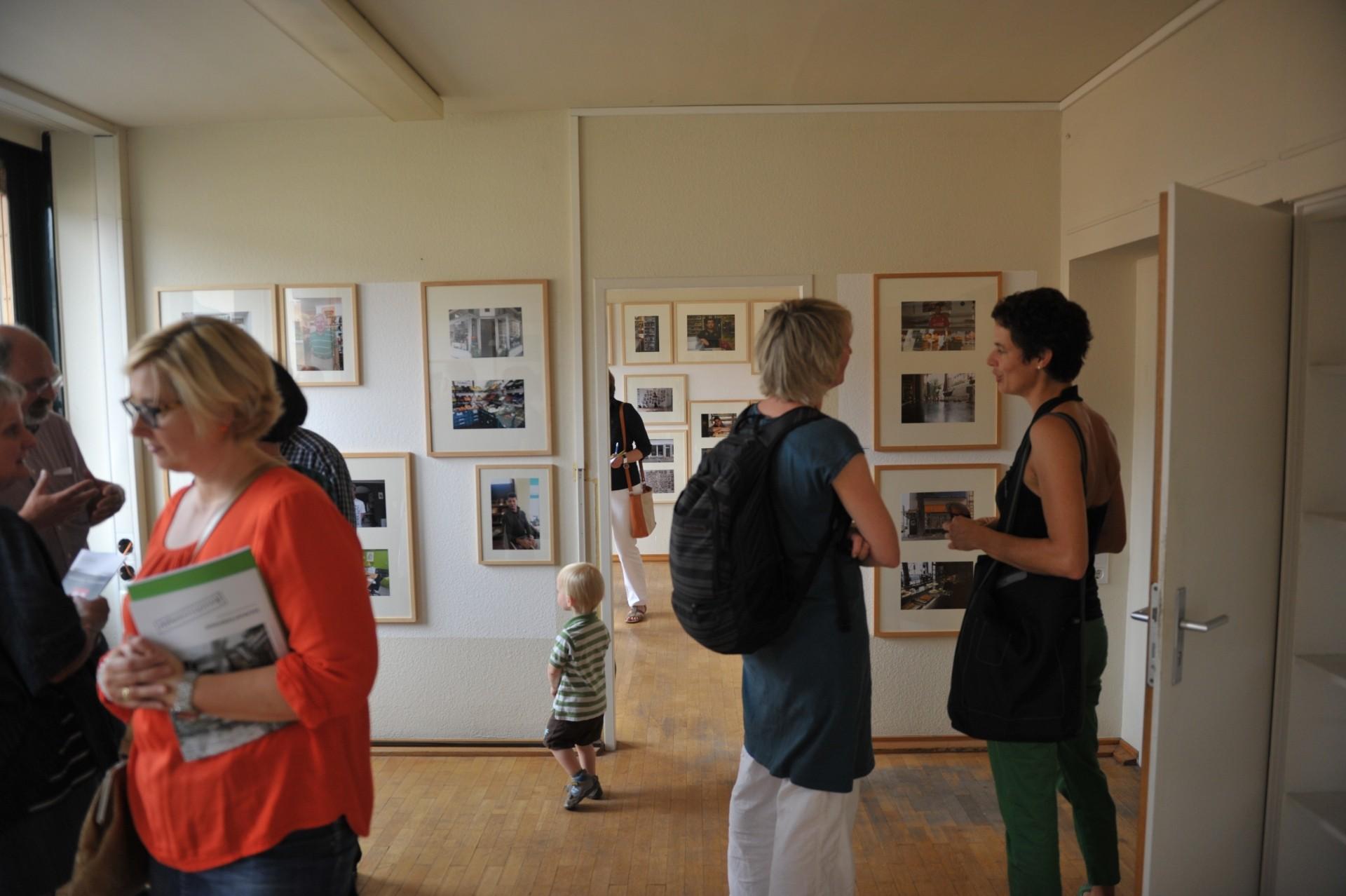 """Eröffnung der Samtweberei am 6. September 2014, Fotoausstellung """"Heimatladen"""", Foto: Eberhard Weible, Copyright: UNS/MUR"""