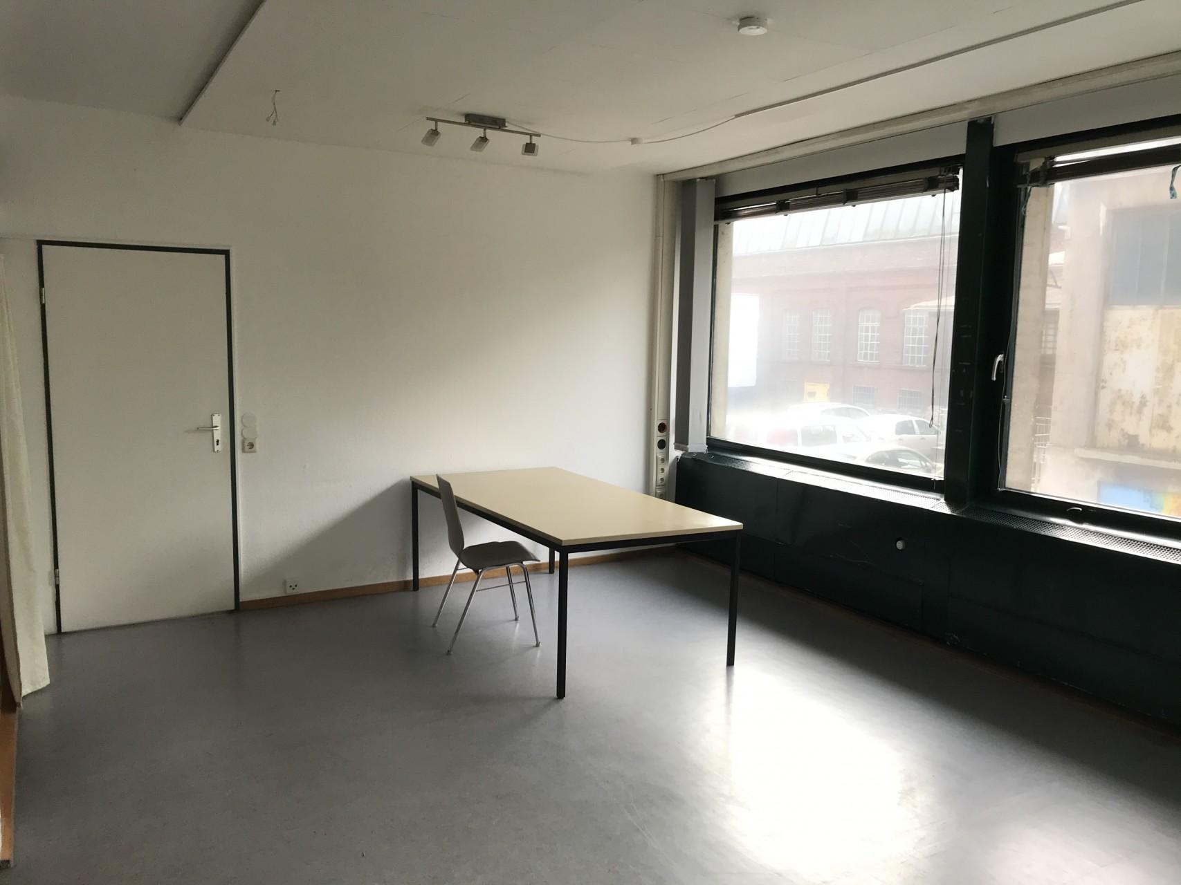 Viel Platz für eine/n oder Büro WG